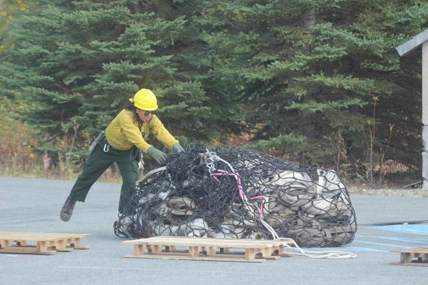 Helicopter Crewmember Tal Xavier Baker & Slingload of Gear at the Deshka Landing Fire. Photo: Mike McMillan - DNR