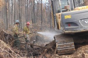 Engine Crewmembers & Excavator Mop-Up Ash Pits. Photo: Mike McMillan - DNR
