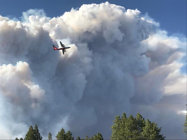 Very large air tanker flies past smoke column for the Mangum Fire June 12, 2020