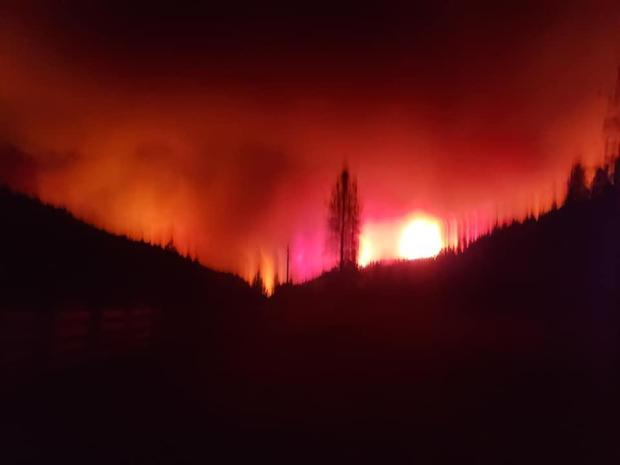 image of Hopkins fire at night fire glow in distance near Mad River Ranger District 9.9.2020