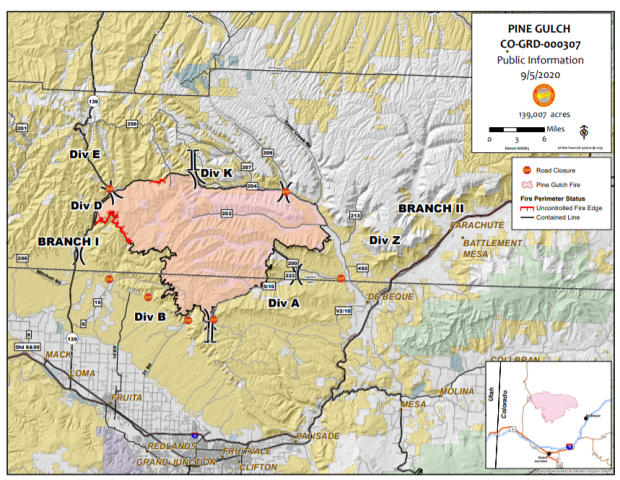 Map showing fire containment lines and fire perimeter