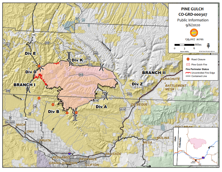 Map showing fire perimeter and containment lines