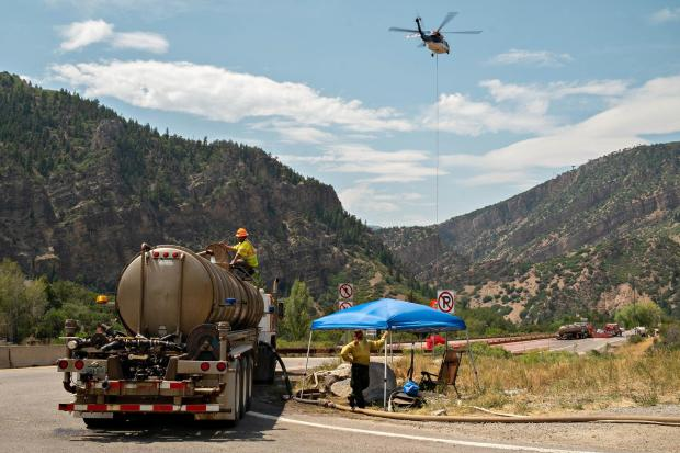 Helicopter fills its Bambi Bucket with retardant