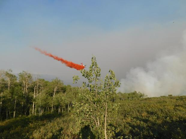 Grizzly Creek Fire VLAT dropping retardant
