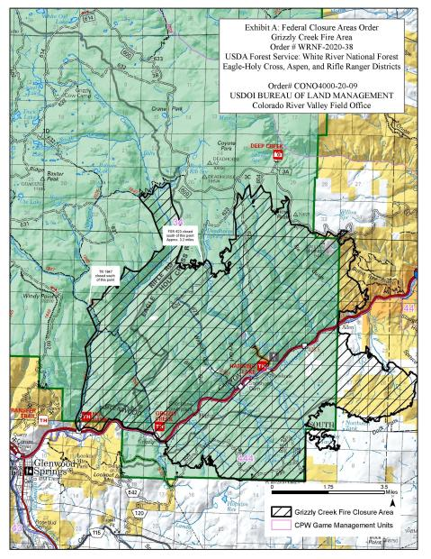 The area closed because of the Grizzly Creek Fire is highlighted in black. It follows the fire perimeter.