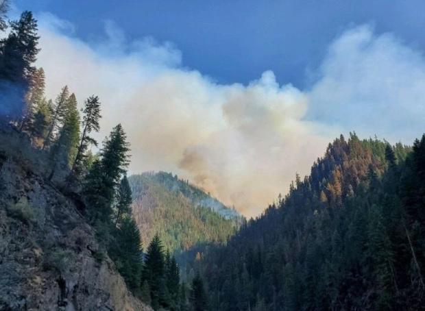 Stateline Fire on July 29, 2021 at 1840 in Bear Canyon with Smoke across sky