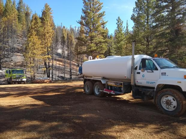 Photo of a water tender inside the fire perimeter
